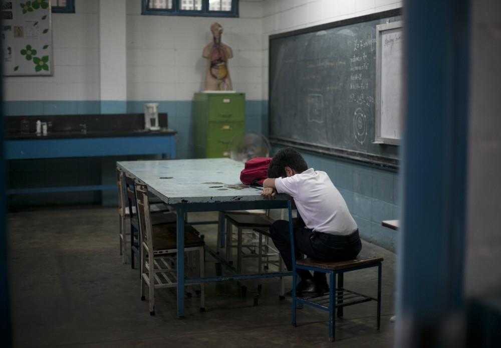 В школах Венесуэлы не хватает ни еды, ни учителей