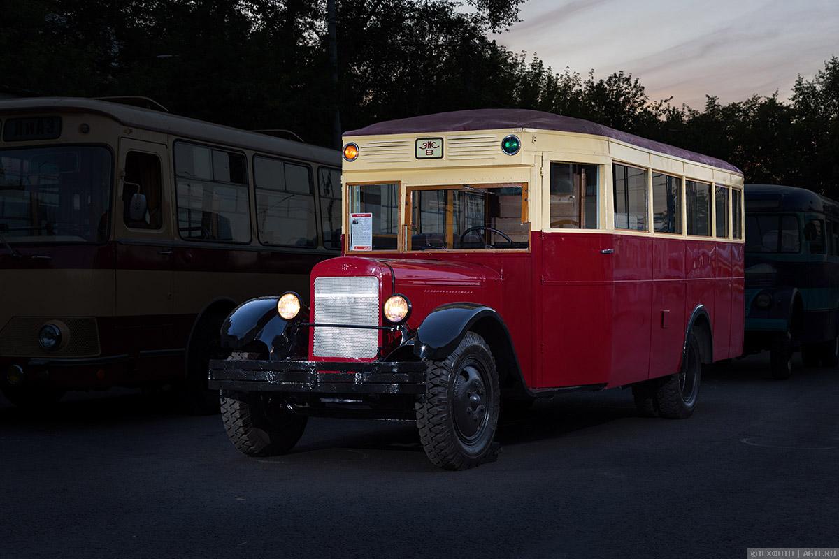 Ночные фотографии ретро-автобусов