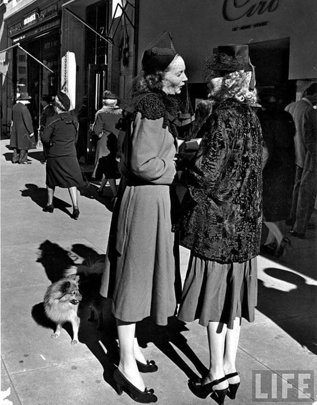 12. Очень популярной одеждой 30-х годов был женский уличный костюм, существовавший в самых разнообра