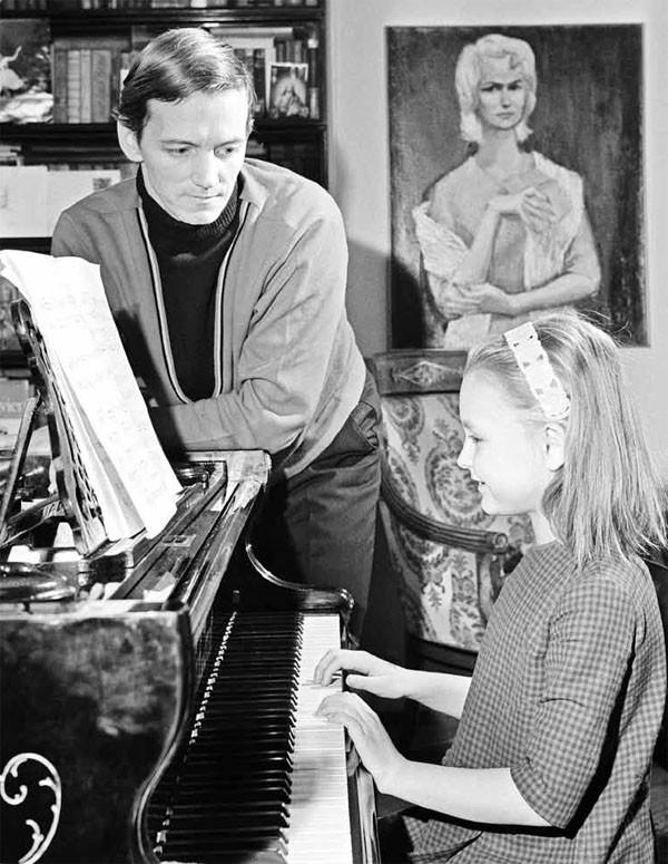 Артист Государственного академического Большого театра Союза СССР Марис Лиепа с дочерью Ильзе, 1970