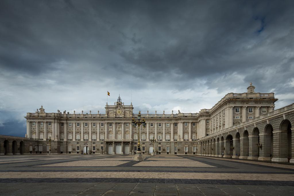 Испания. Мадрид. Королевский дворец является официальной резиденцией короля Филиппа VI. (Paulo V