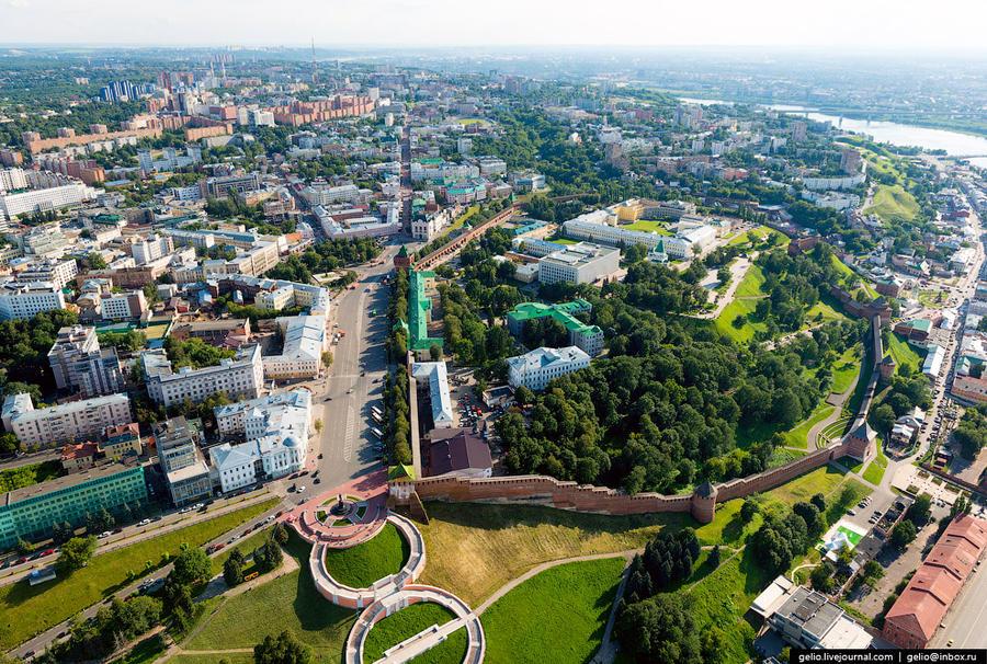 2. C 1932 года город носил имя писателя А.М.Горького. Советский город Горький стал одним из крупнейш