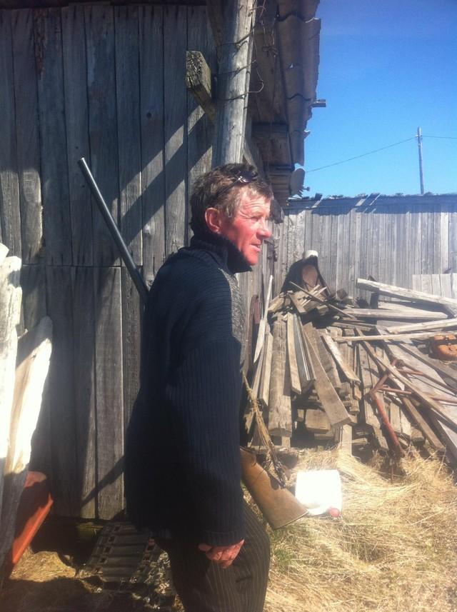 50. А это абориген Николай собрался на охоту. Тут у людей два основных занятия — охота и рыбалка. Еж