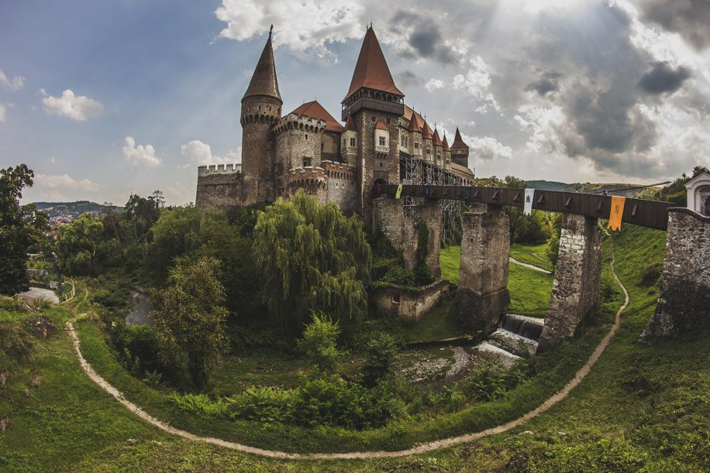 Замок Корвинов. (Carcea Daniel)
