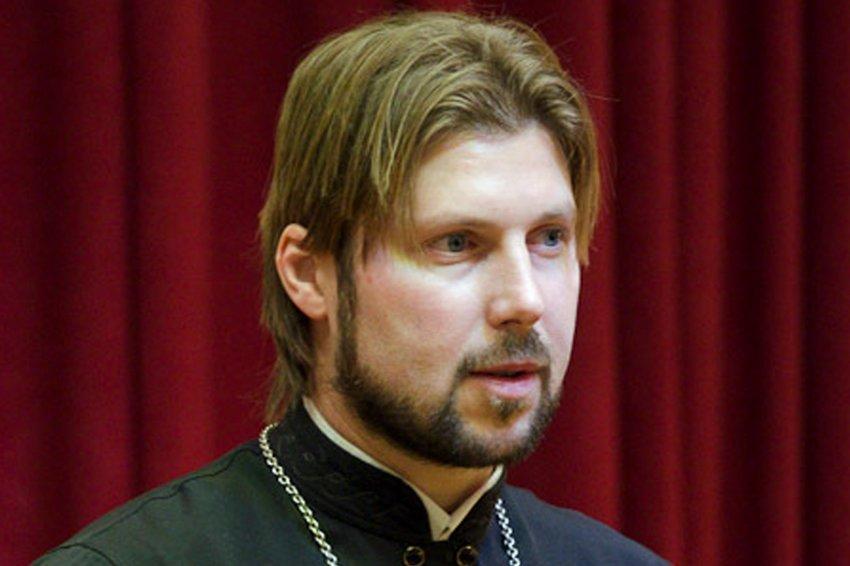 Первосвященника Грозовского, обвиняемого впедофилии, этапировали вПетербург