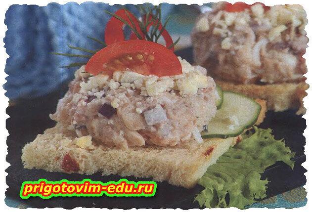 Бутерброды с рыбой, яйцом и сыром