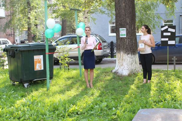 В Новокузнецке празднуют установку мусорного бака