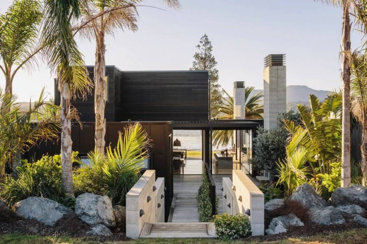Bailey Beach House by Studio2 Architects