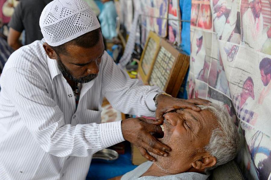 Уличные стоматологи в Пакистане / Pakistan street dentist