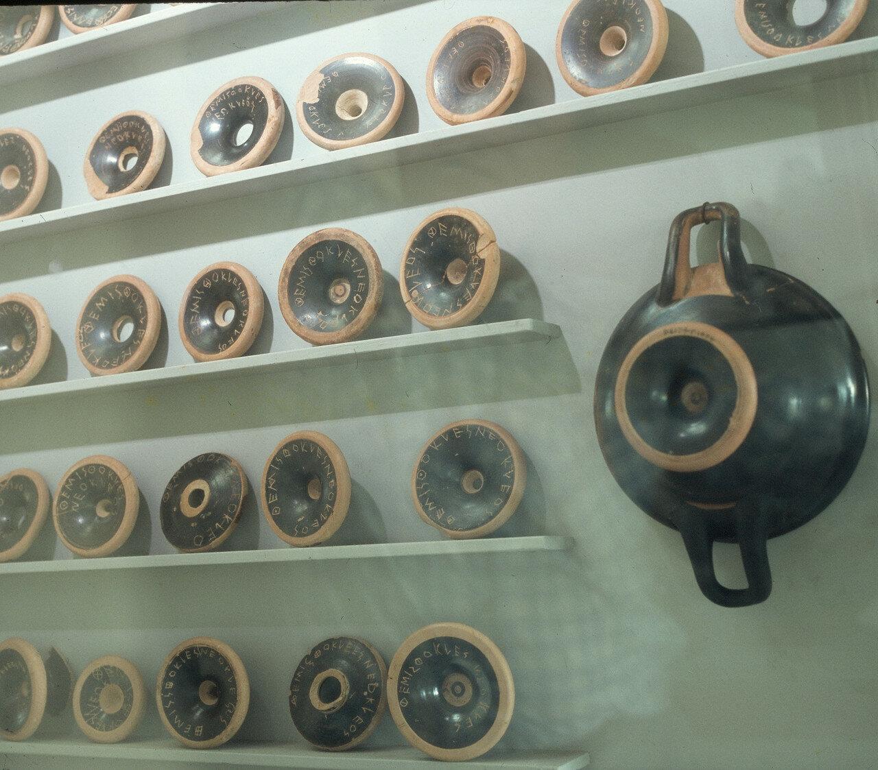 Афины. Археологический музей Афинской агоры. Остраконы V-го века