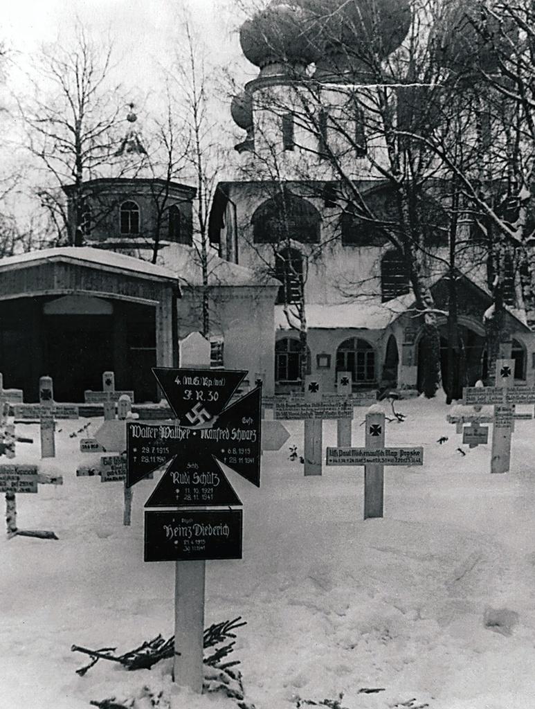 Тихвин. Немецкое кладбище на одной из улиц города