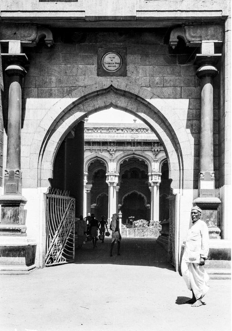 454. Тирумала. Вход в  индуистский храм Тирумалы Венкатешвары