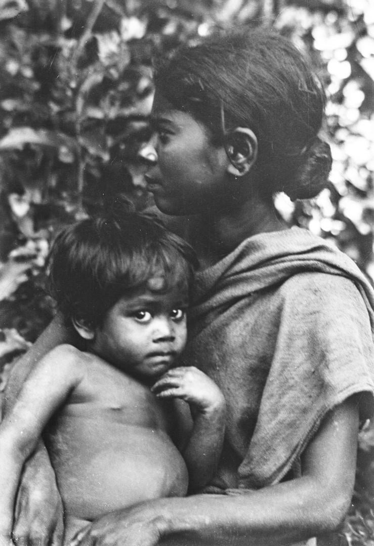 570. Женщина и ребенок