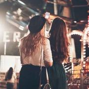 Девушки подружки