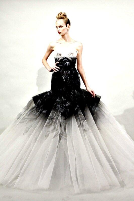 Платья с шлейфом черно-белое