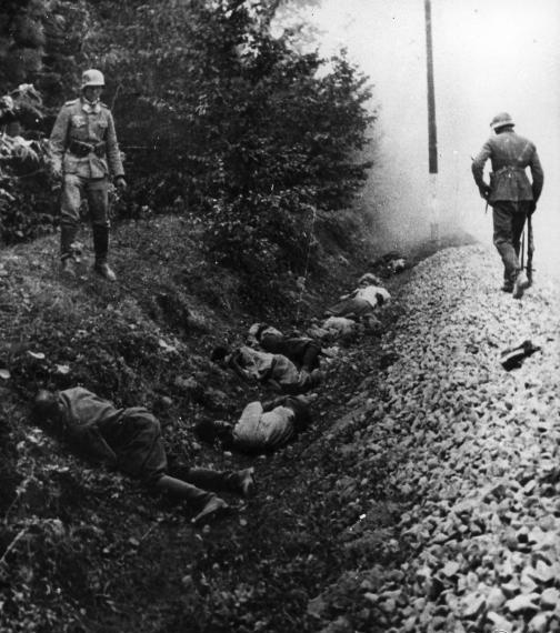 Polish_POWs_shot_by_Wehrmacht_1939.jpg