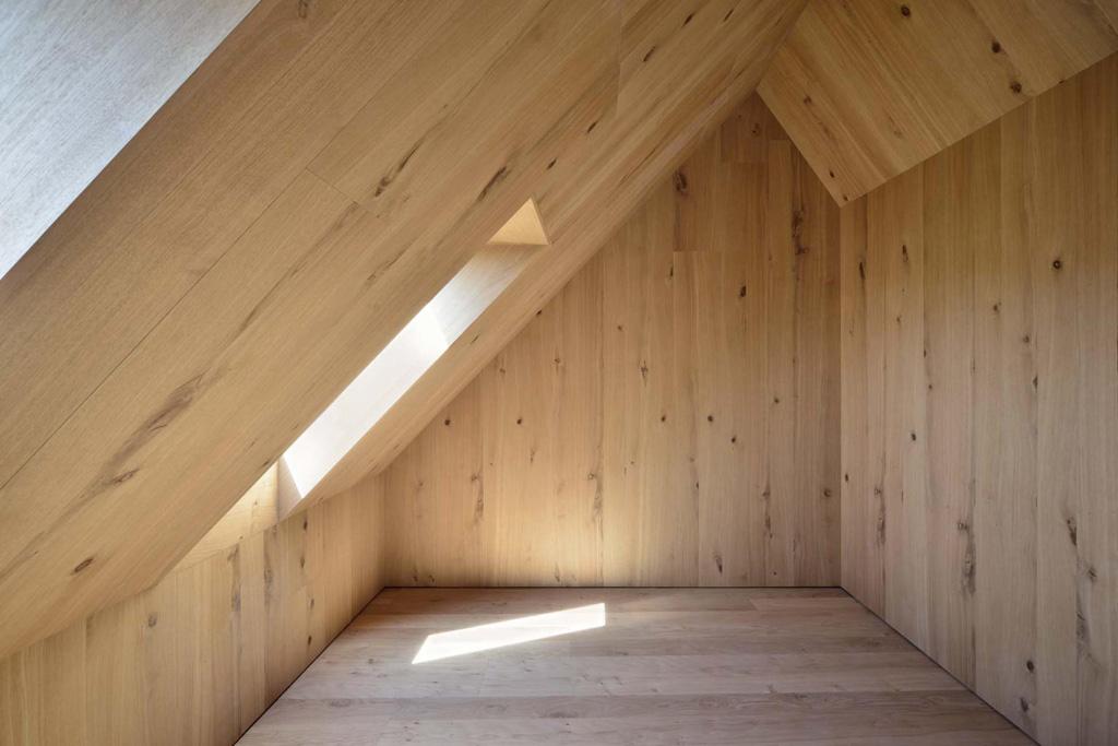 15_Dachgeschoss_Zimmer.jpg