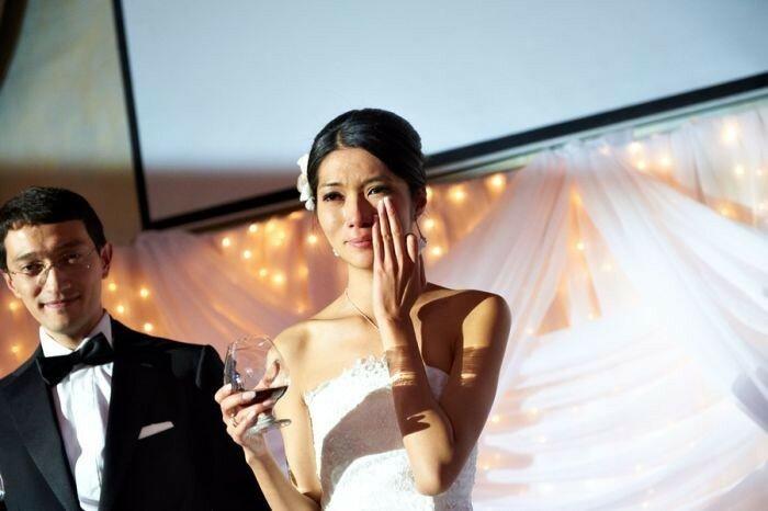 Свадебные фотографии... Именно поэтому свадебные фотографы творят историю не хуже военных репортеров