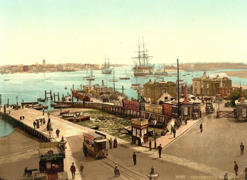 Торговые корабли в гавани Портсмута