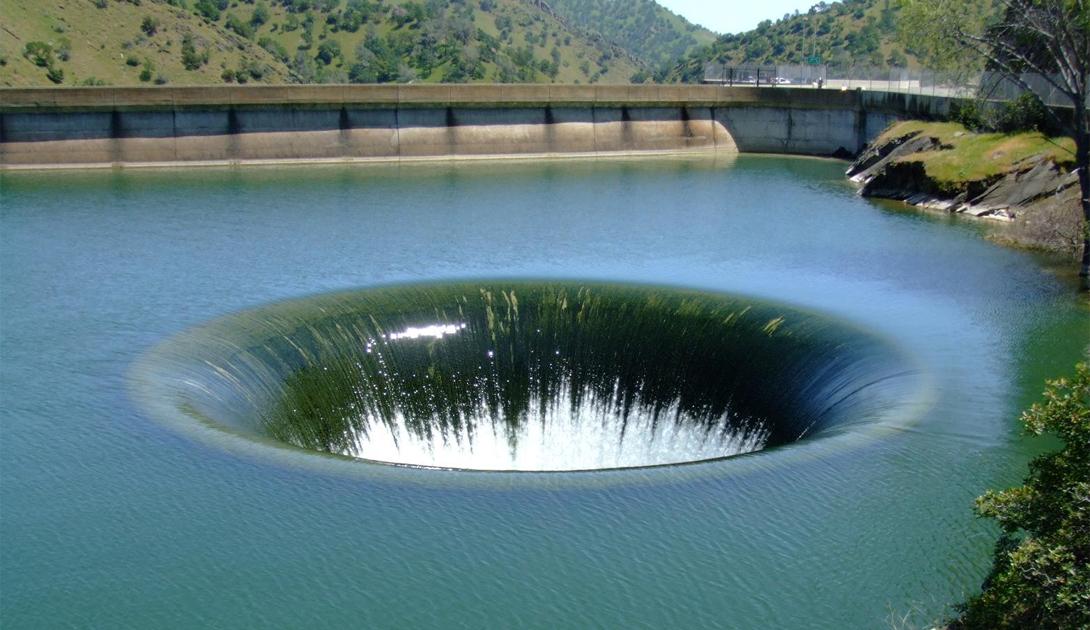 Олд Соу Канада Олд Соу — крупнейший водоворот в западном полушарии. Его воронка достигает целы