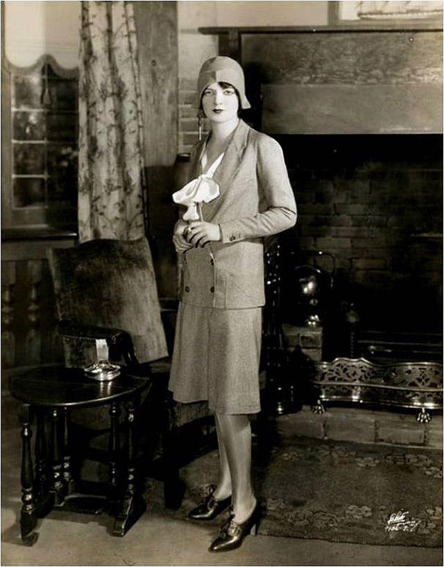 5. Стали входить в моду 20-х египетские мотивы. Модели дизайнеров были декоративными, с обилием укра