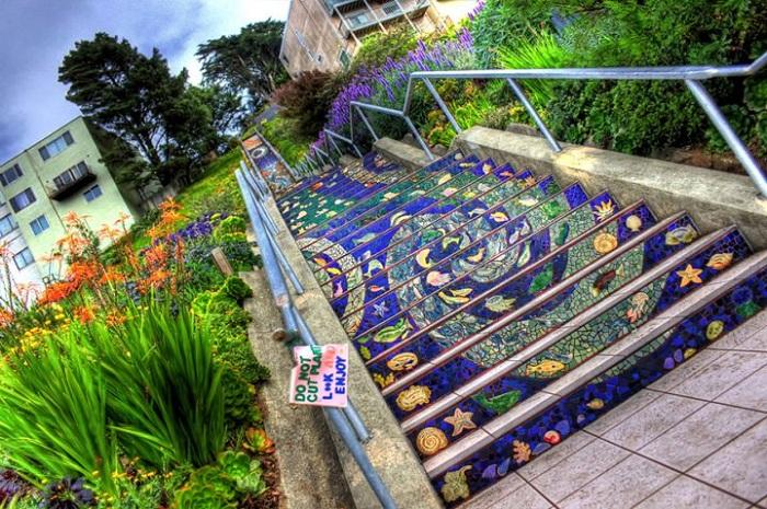 Оригинальное оформление лестничных ступенек (16 фото)