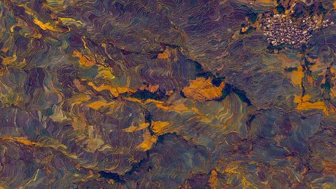 5. Рисовые террасы в Китае. С высоты похожи на разрисованный красками холст.