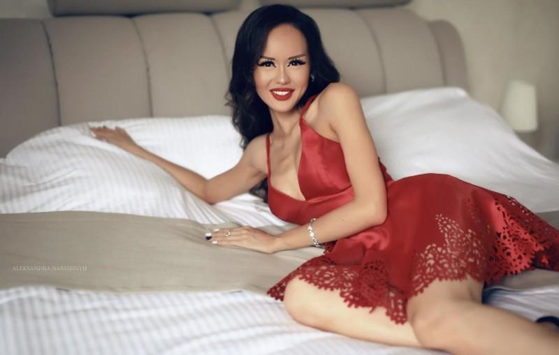 Динара Рахимбаева — казахстанская «Барби», которую раскритиковали за фотосессию в белье