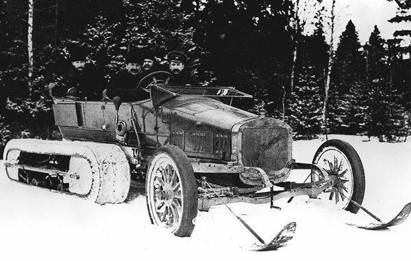 В 1909 году российский инженер немецкого происхождения Алекс Кегресс создал вездеход, не имею