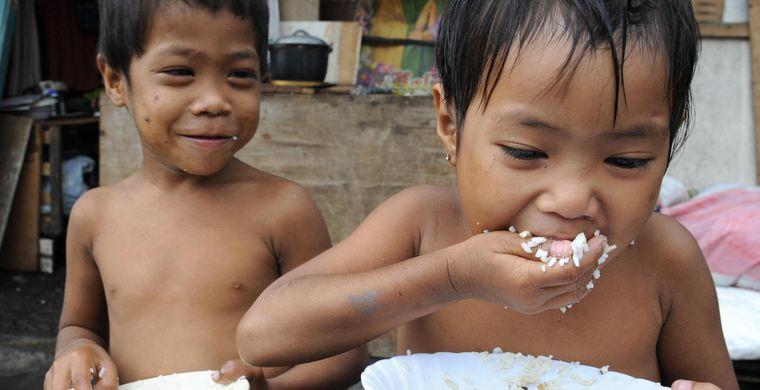 2. Во время еды не принято пользоваться ножом На Филиппинах столовые ножи можно увидеть разве что в