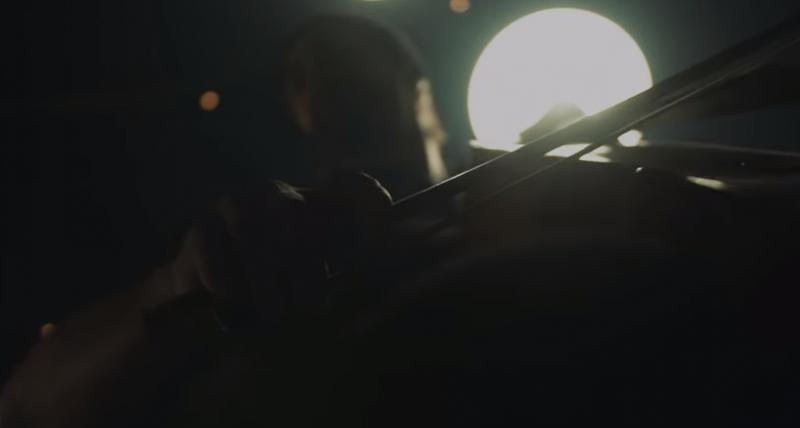 Русская эстрадная певица сняла клип наiPhone, используя робот-руку