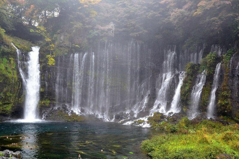 """Водопад  Шираито, что в переводе обозначает """"Белые нити""""."""
