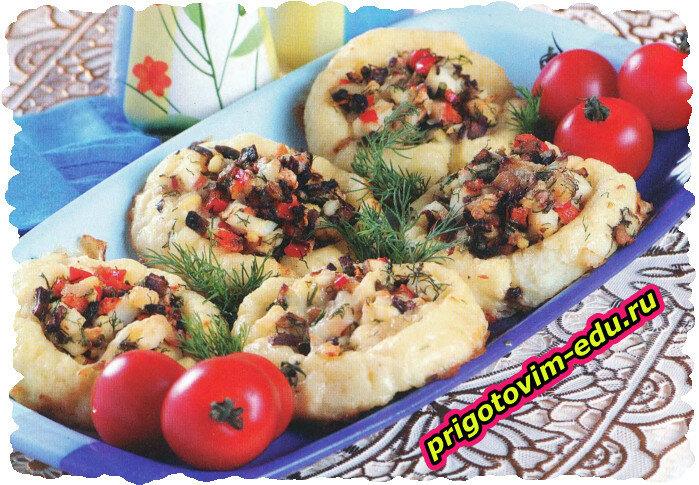 Картофельные лепешки с грибами и яйцом