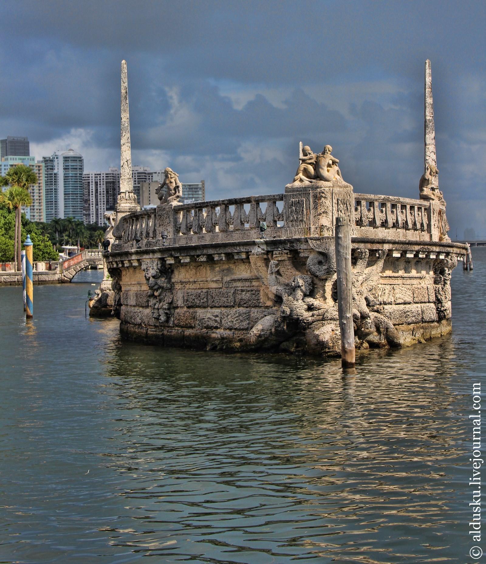 Вид из беседки на залив Бискейн Атлантического океана. Вилла Вискайя (Villa Vizcaya) Майами. aldusku.livejournal.com
