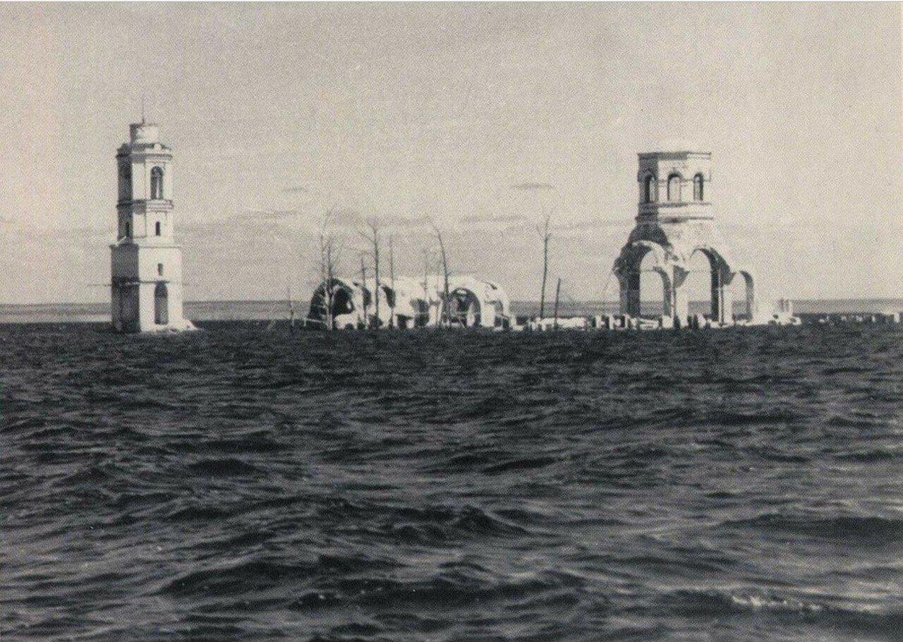 Рыбинское водохранилище,  затопленные строения Леушинского монастыря