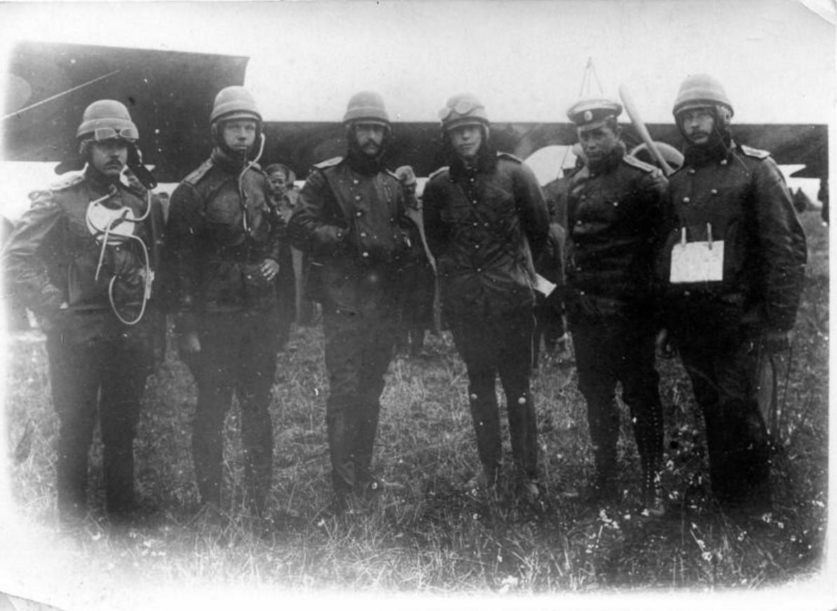 Летчики ХХ-го корпусного отряда