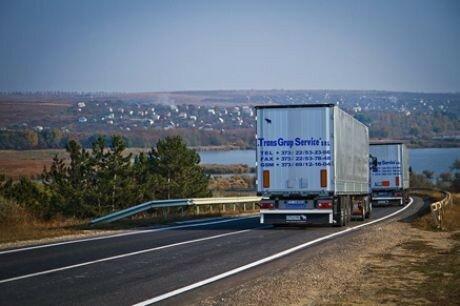 Движение большегрузов в жару в Молдове приостановлено