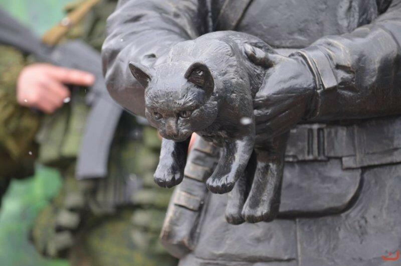 Памятник вежливым людям в Белогорске3.jpg