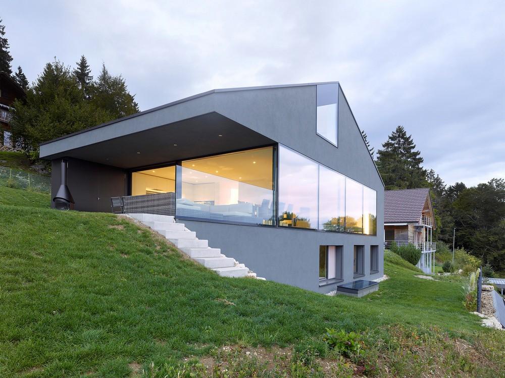 Современный особняк в горной швейцарской деревне