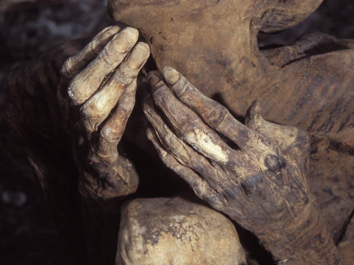 Как и многие другие места древних захоронений, пещеры Кабаяна окружены множеством суеверий. Местные