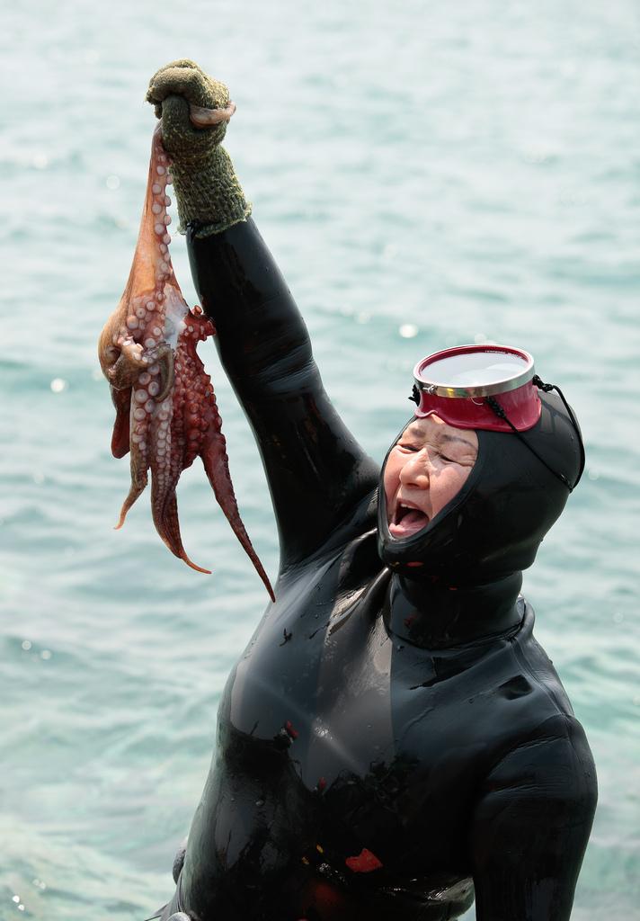 Подводные бабушки из Кореи (19 фото)