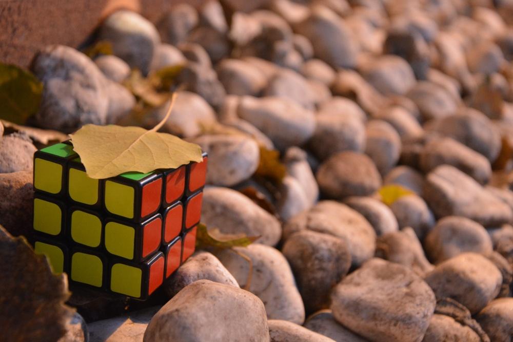 Все человечество досих пор ломает голову над кубиком Рубика. Именно венгерский скульптор иархитект