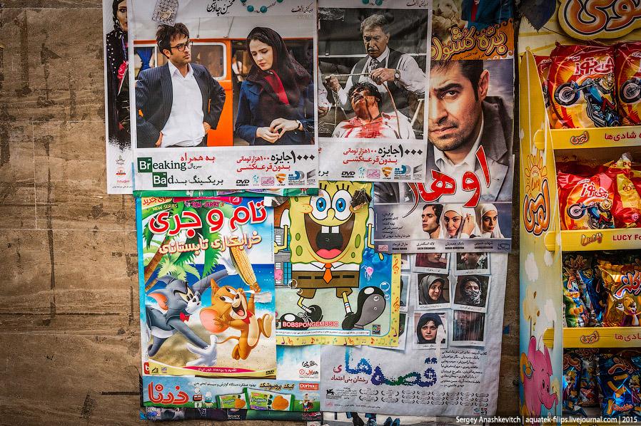 30. Иран отличается высокой степенью патриотизма. Много где можно увидеть огромные граффити на