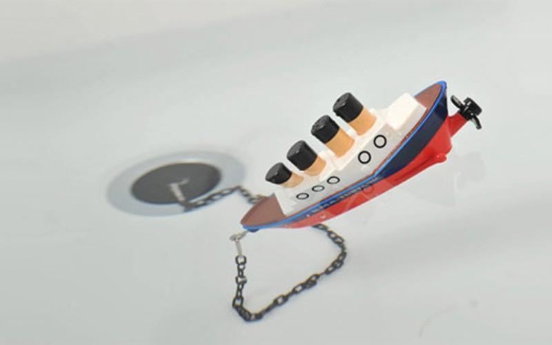 36. И поиграться в ней игрушечным Титаником, спасая Роуз и Джека