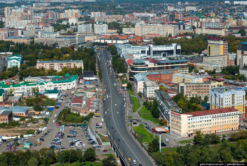 17. Иртыш делит город на две части — правый берег и Левобережье. Причём, левый берег начал заст