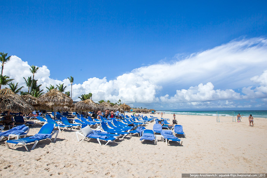 7. Повсюду на отельных пляжах можно наблюдать вышки спасателей. Интересно, что на них обязатель