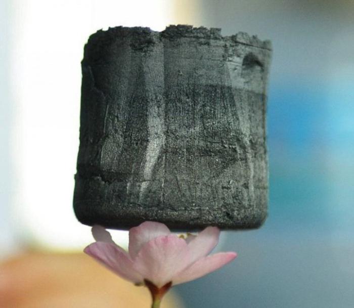 Самый лёгкий в мире твёрдый материал.  Орнамент из пчелиных сот