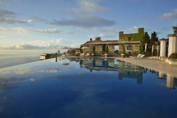 Belmond Hotel Caruso, Италия Год постройки: ~1050 Belmond Hotel Caruso расположен в палаццо XI века
