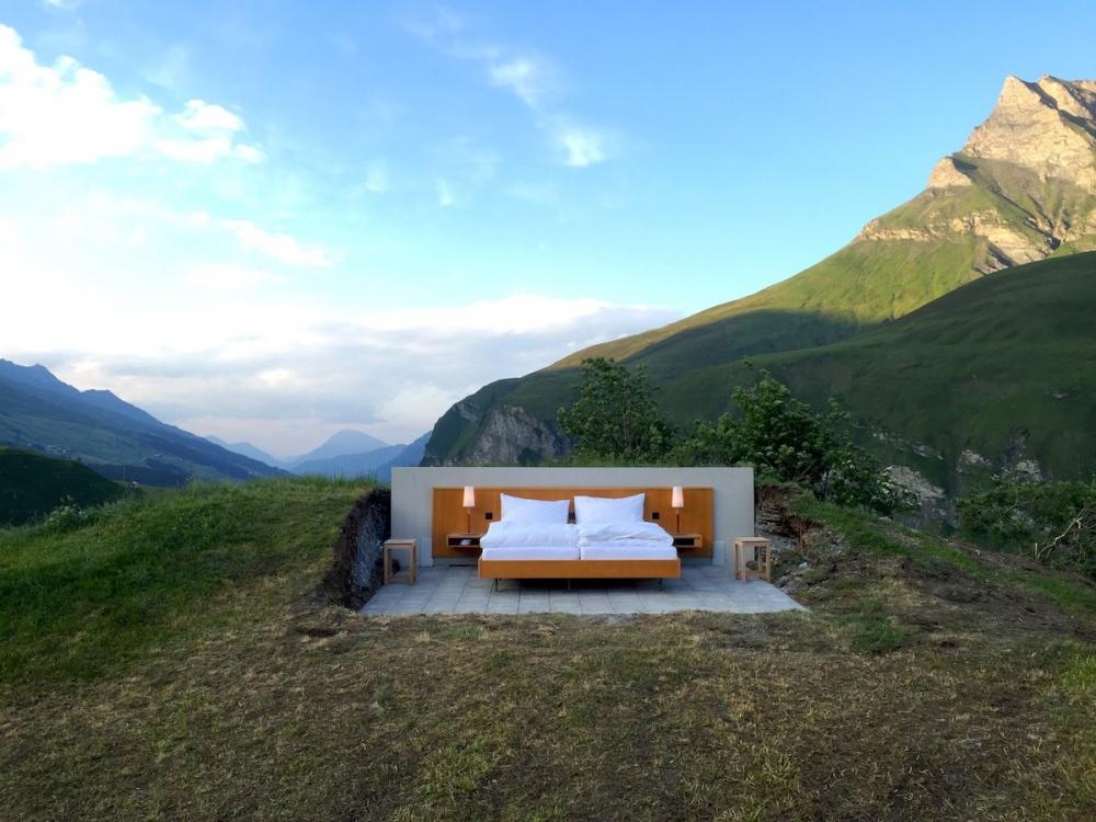 ВШвейцарии открылся первый отель без стен ипотолка (8 фото)