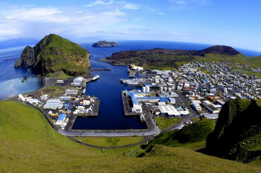 Вестманнаэйяр— небольшой архипелаг кюгу отИсландии снаселением около 4000 человек.Точная дата от